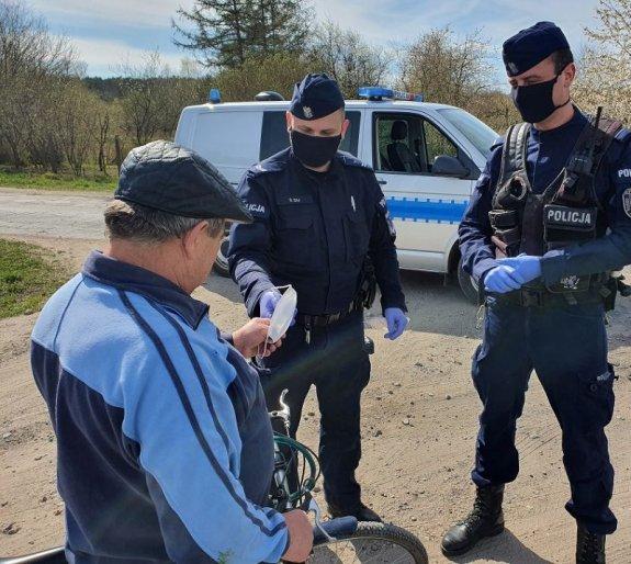 Koronawirus w powiecie puckim i policja; fot. KPP Puck