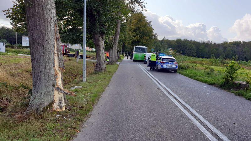 Wypadek autobusu w Darzlubiu | Nadmorska Kronika Policyjna - fot. KPP Puck