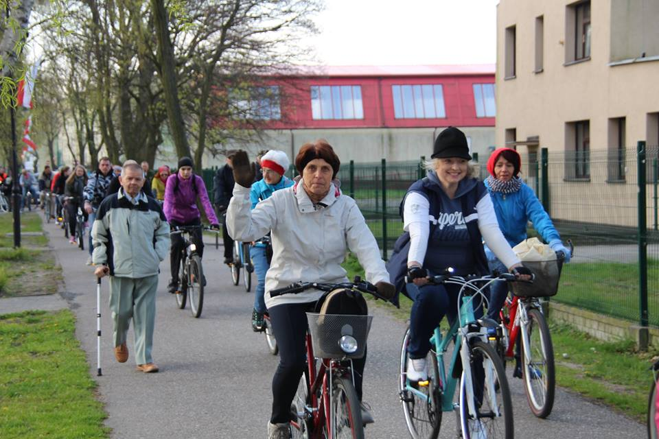 Pielgrzymka rowerowa Bursztynowego Różańca z Helu. Na rowerach do Swarzewa i  Królowej Polskiego Morza | ZDJĘCIA