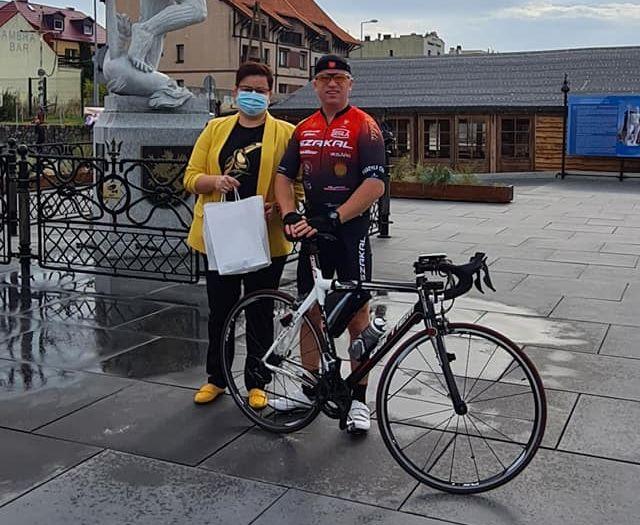 Kamil Jaroszewski w 21 godzin na rowerze dojechał bezpiecznie do Helu. Ruszył z Koła