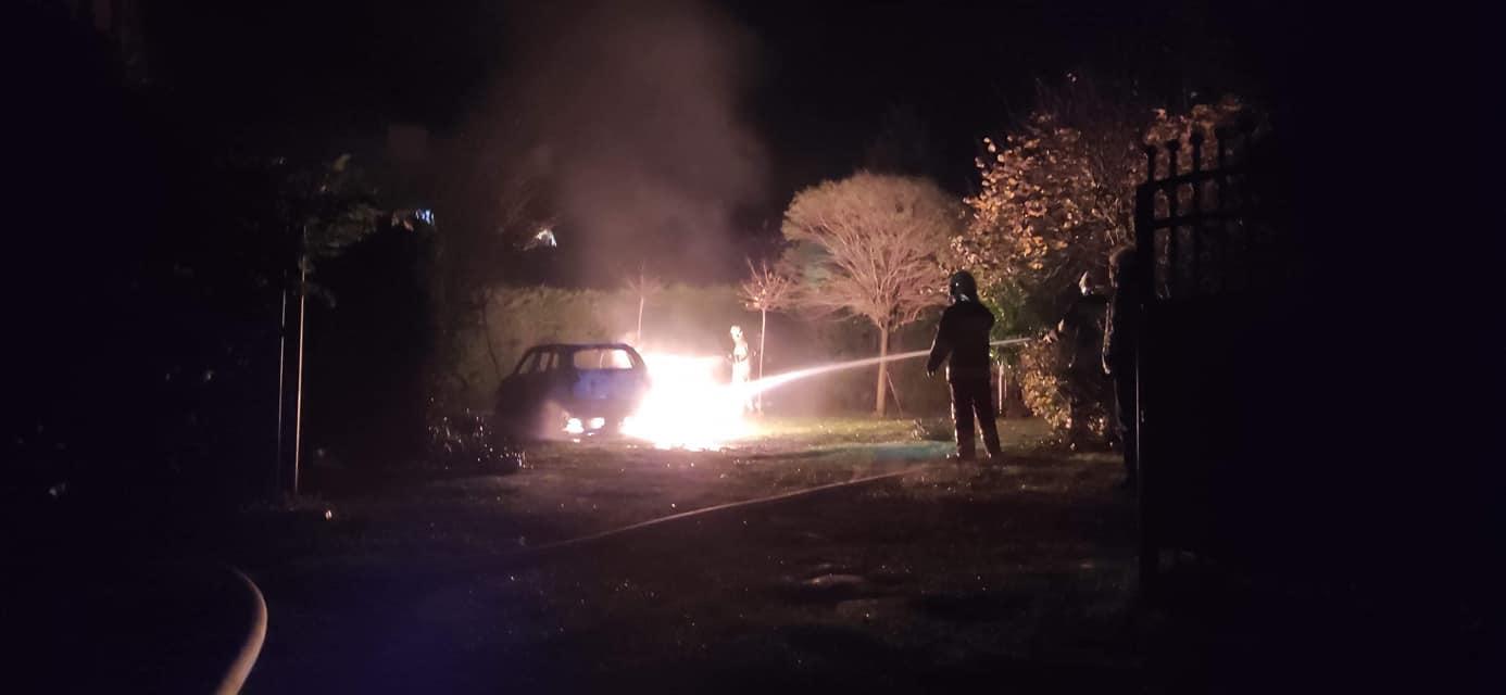 Białogóra: nocny pożar samochodu na ul. Morskiej. Ktoś podpalił Suzuki? | ZDJĘCIA