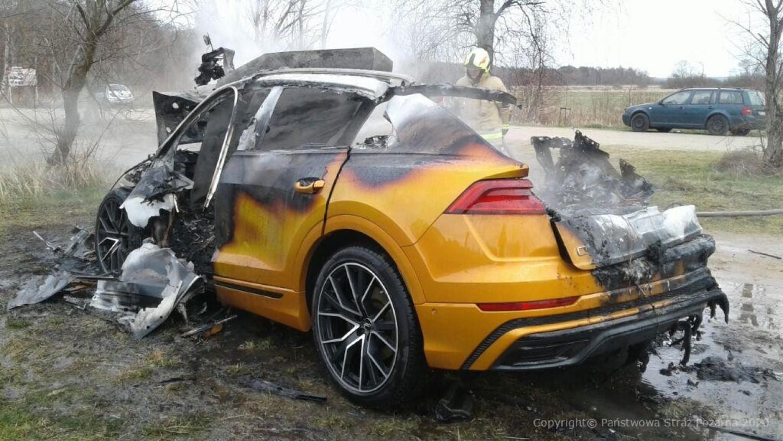 Pożar samochodu w Białogórze. W biały dzień spłonęło żółte Audi Q8 | ZDJĘCIA