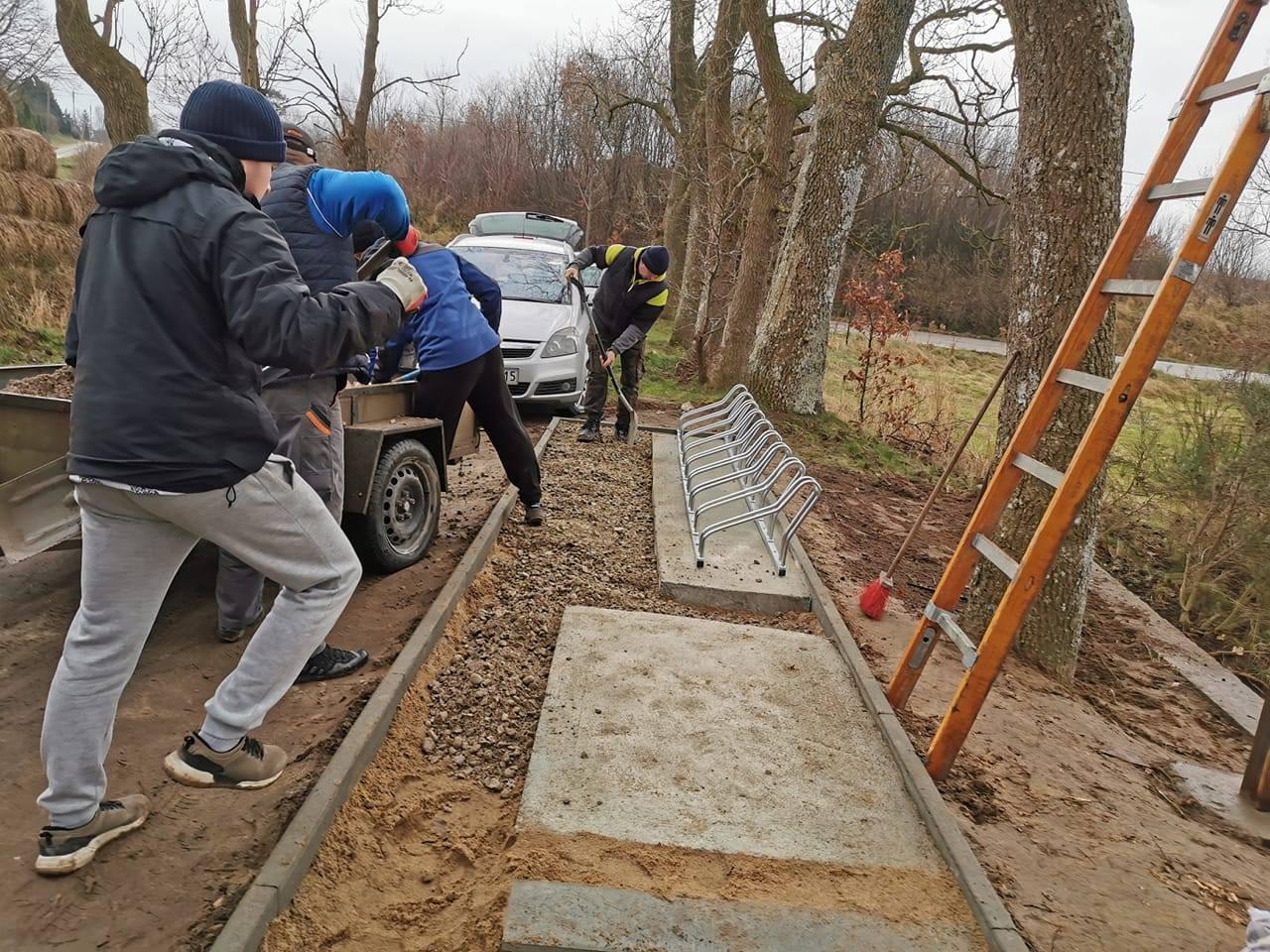 Strażacy z OSP Mieroszyno uporządkowali teren przy kaplicy grobowej rodziny Hannemannów | ZDJĘCIA