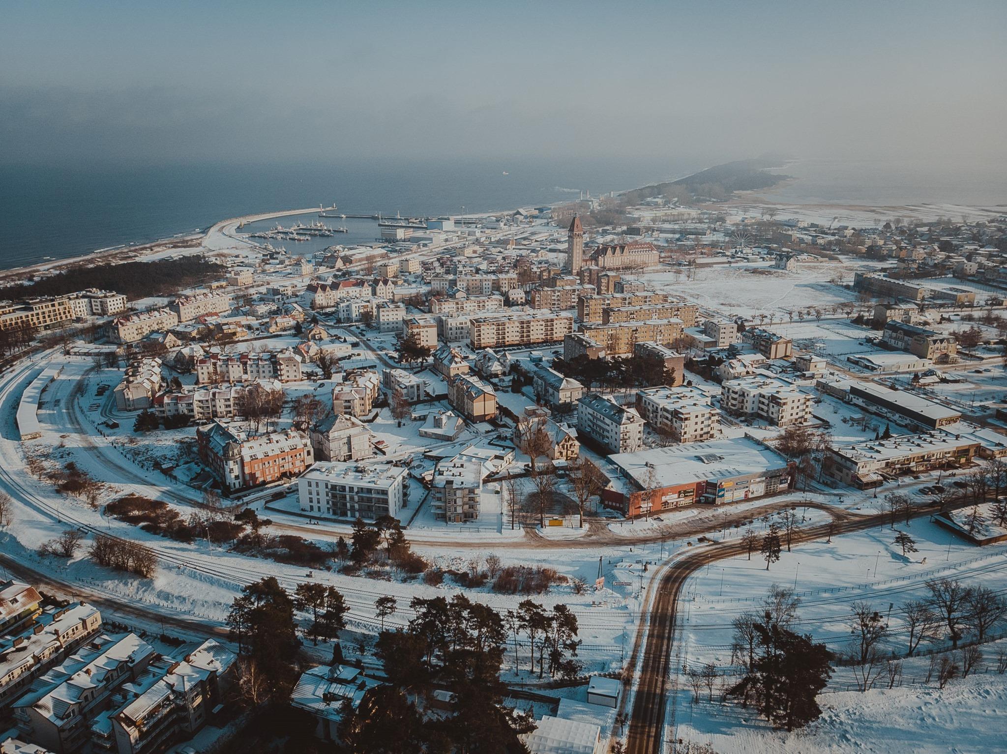 Władysławowo zimą 2021. Tak wygląda miasto w śniegu i z lotu ptaka | ZDJĘCIA