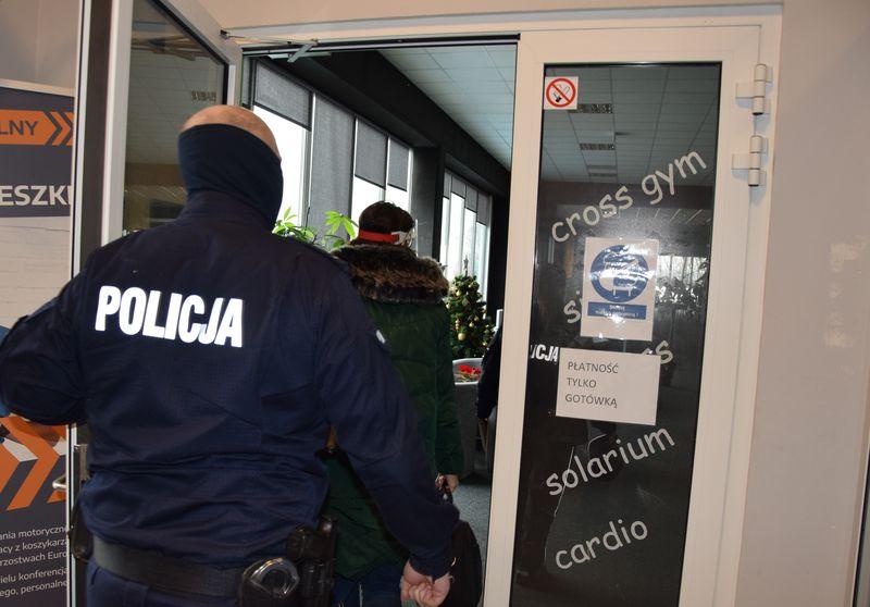 Powiat pucki: 30 tysięcy złotych kary dla właściciela siłowni. Sanepid i policja nakryli na gorącym uczynku