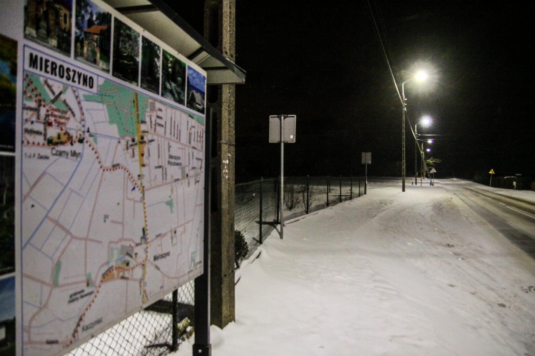 Mieroszyno nocą (zima 2021). Tak po zmroku wygląda wieś w gminie Puck | FOTO Powiat Pucki