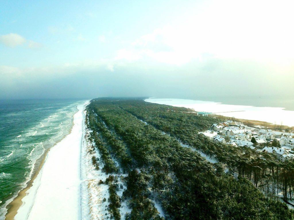 Zima 2021: Jastarnia z drona - plaża w Jastarni (Półwysep Helski)