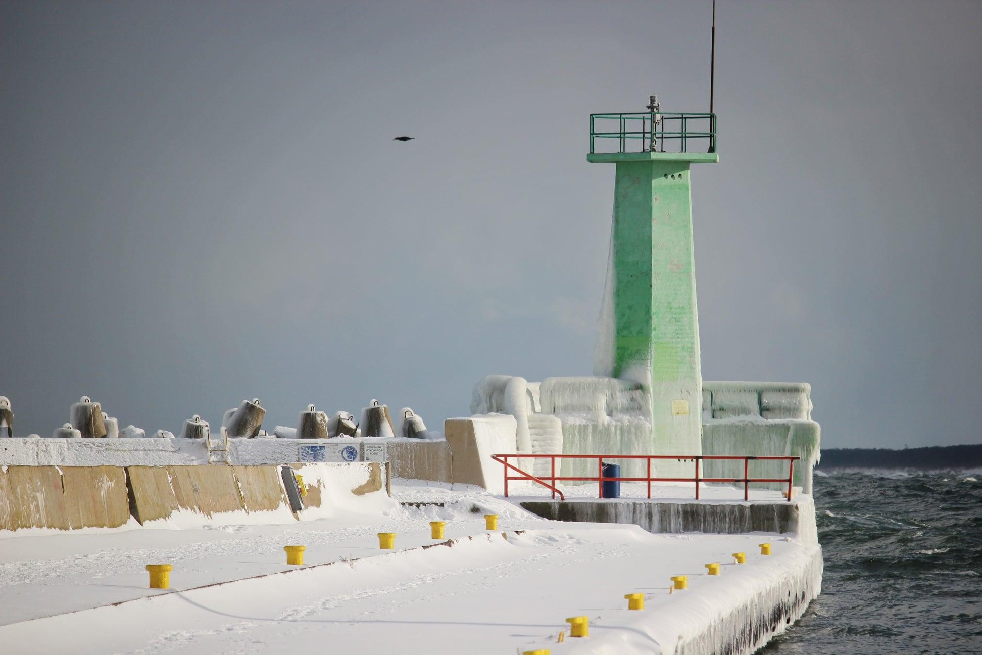 Foto Powiat Pucki: port we Władysławowie skuty lodem. To wyczarowała zima! | ZDJĘCIA