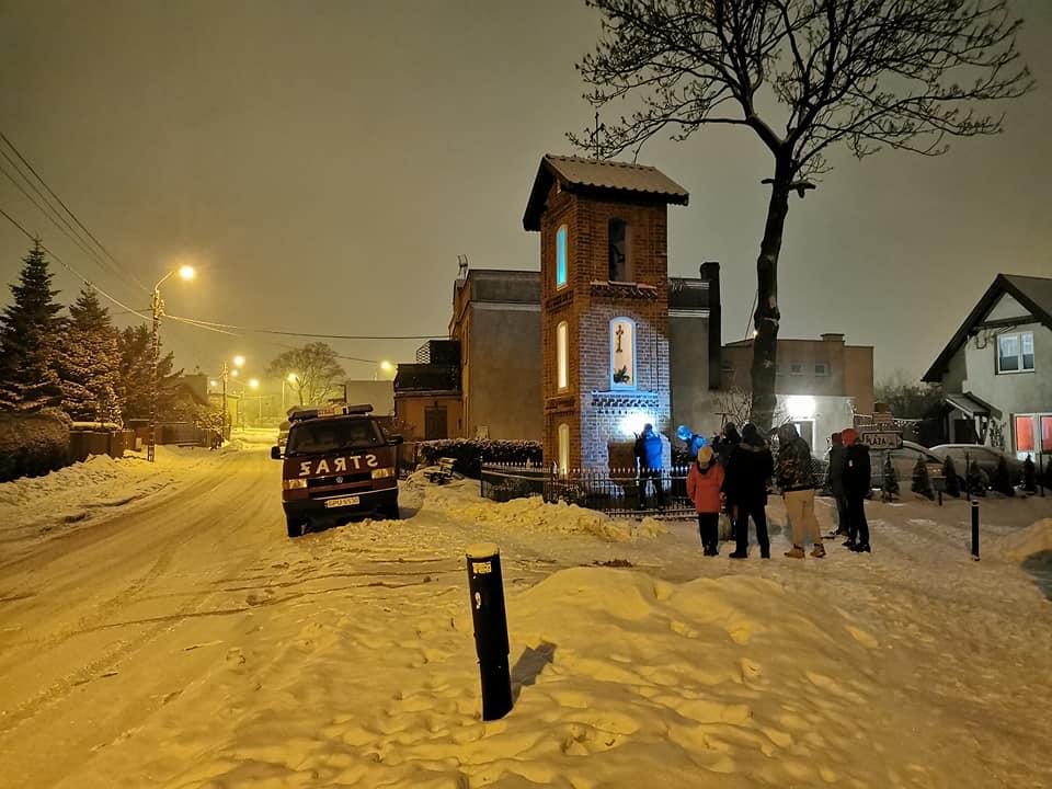 Władysławowo. Wandal zniszczył kapliczki i pomnik