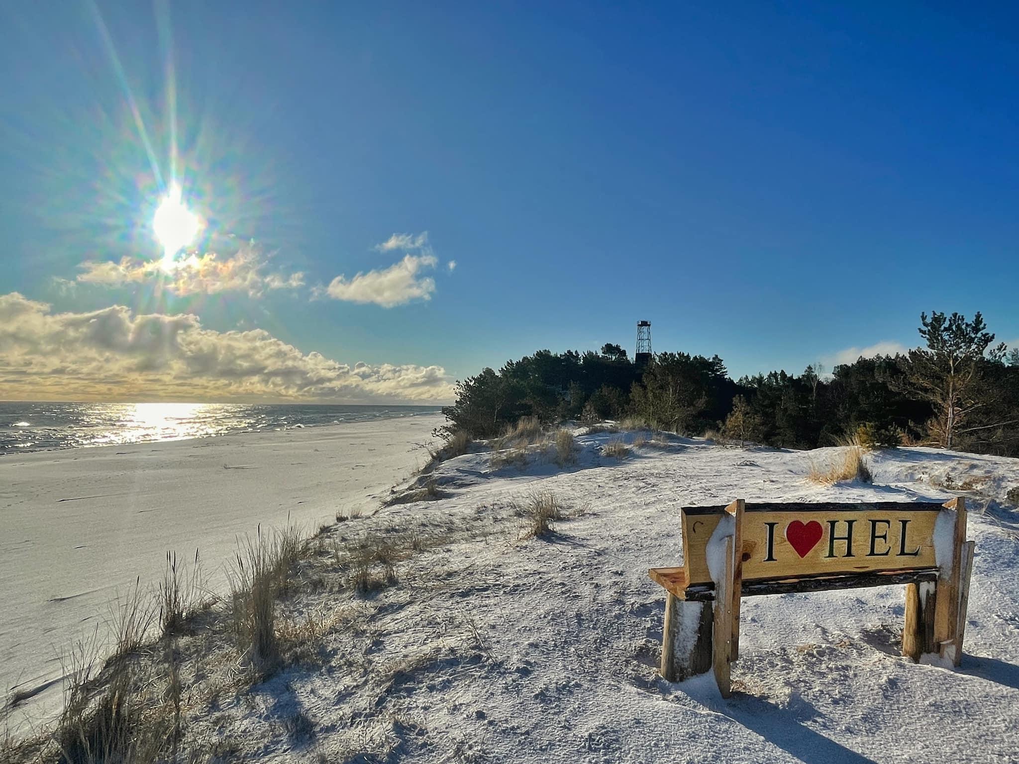 Hel pod śniegiem. W piątek na Górze Szwedów zrobiło się biało | ZDJĘCIA