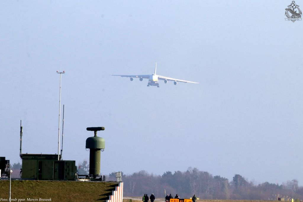 Babie Doły Gdynia - Kosakowo wylądował Rusłan  An-124-100M