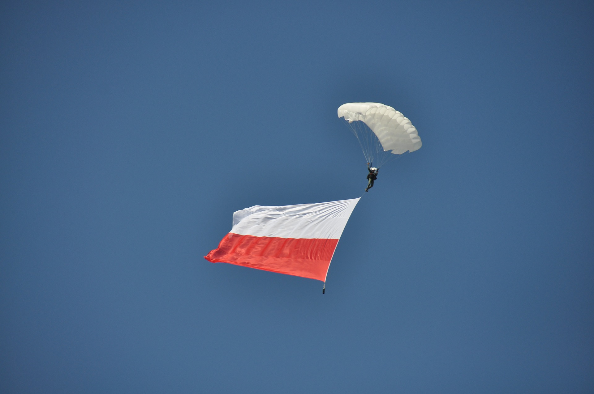 Dzień Flagi Rzeczypospolitej Polskiej w gminie Kosakowo. ZKP Dębogórze Kosakowo zaprasza na spacer