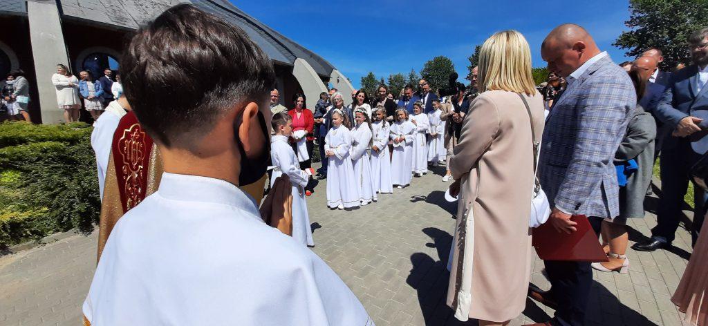 Pierwsza Komunia święta (30.05.2021) w Przystani Miłosierdzia;  Parafia św. Faustyny Kowalskiej w Pucku