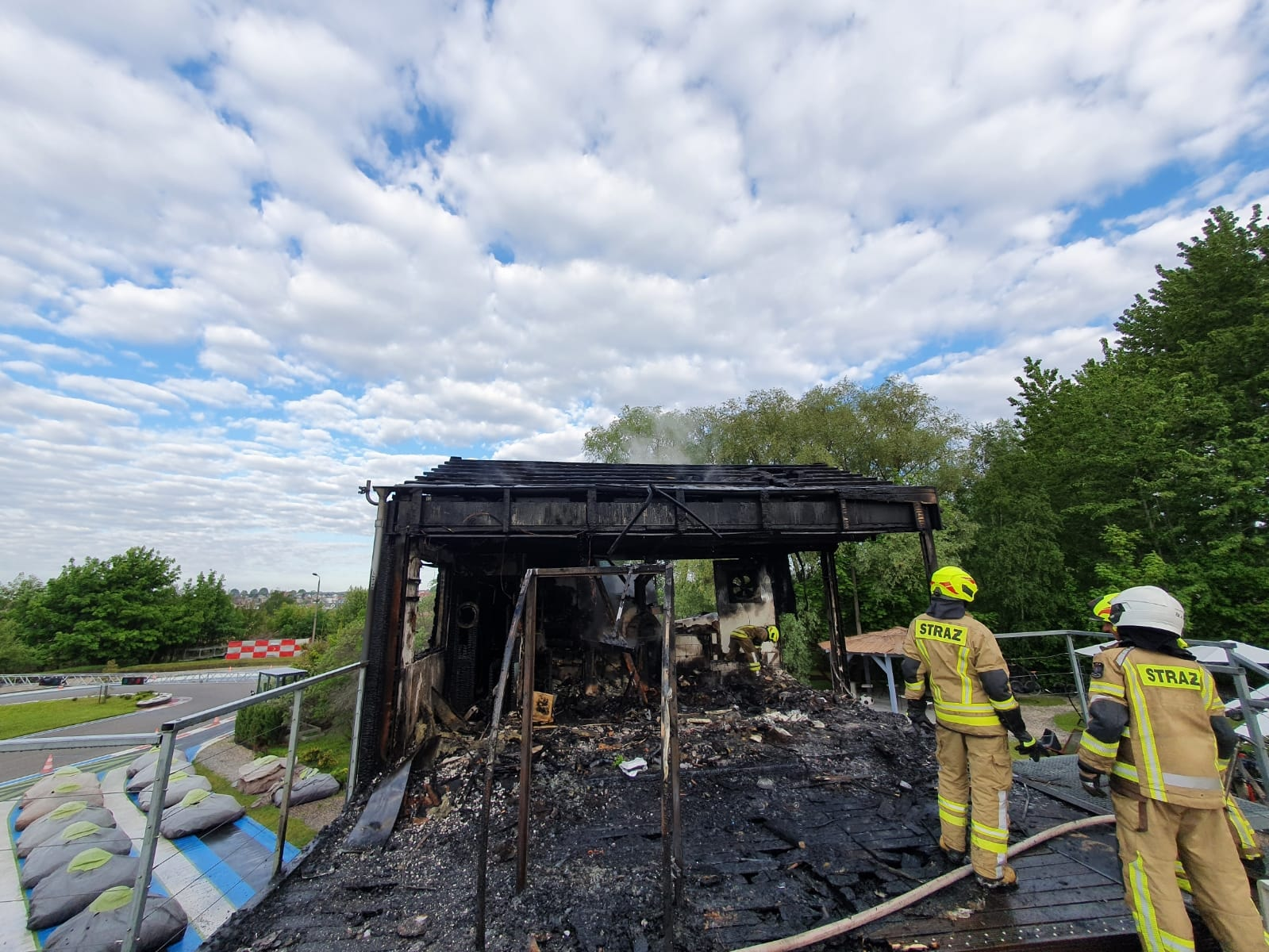 Władysławowo. Pożar na torze gokartów. Spłonęła restauracja na ul. Starowiejskiej | ZDJĘCIA