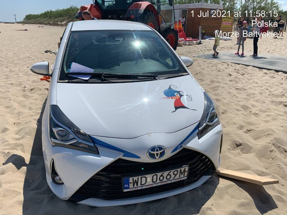 władysławowo samochód plaża lipiec 2021